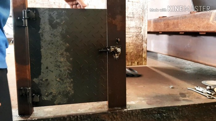 2 варианта автоматической задвижки на двери