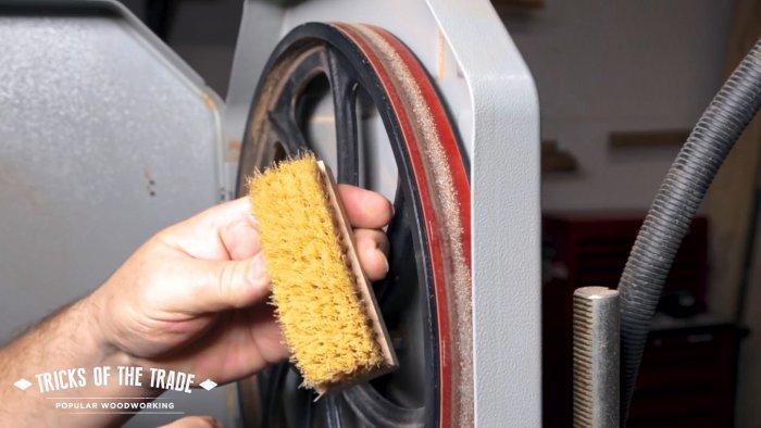 Как быстро почистить шкивы ленточной пилы