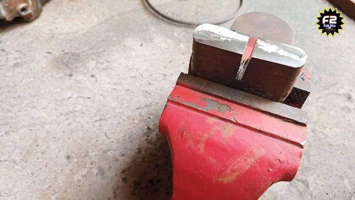 Как согнуть стальной уголок без станка при помощи простого приспособления