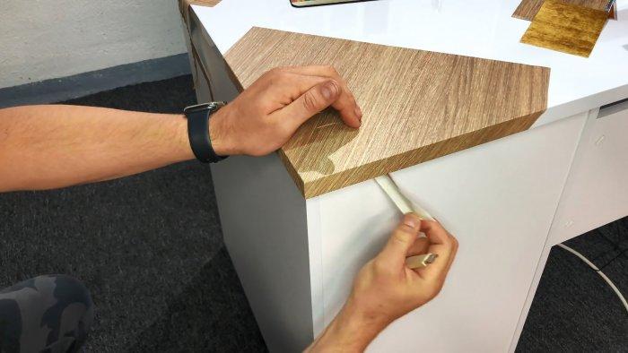 Как наклеить самоклеящуюся пленку на углы и кромки мебели